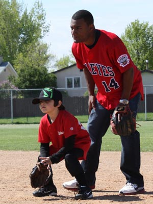 Winnipeg Goldeyes baseball player with kid